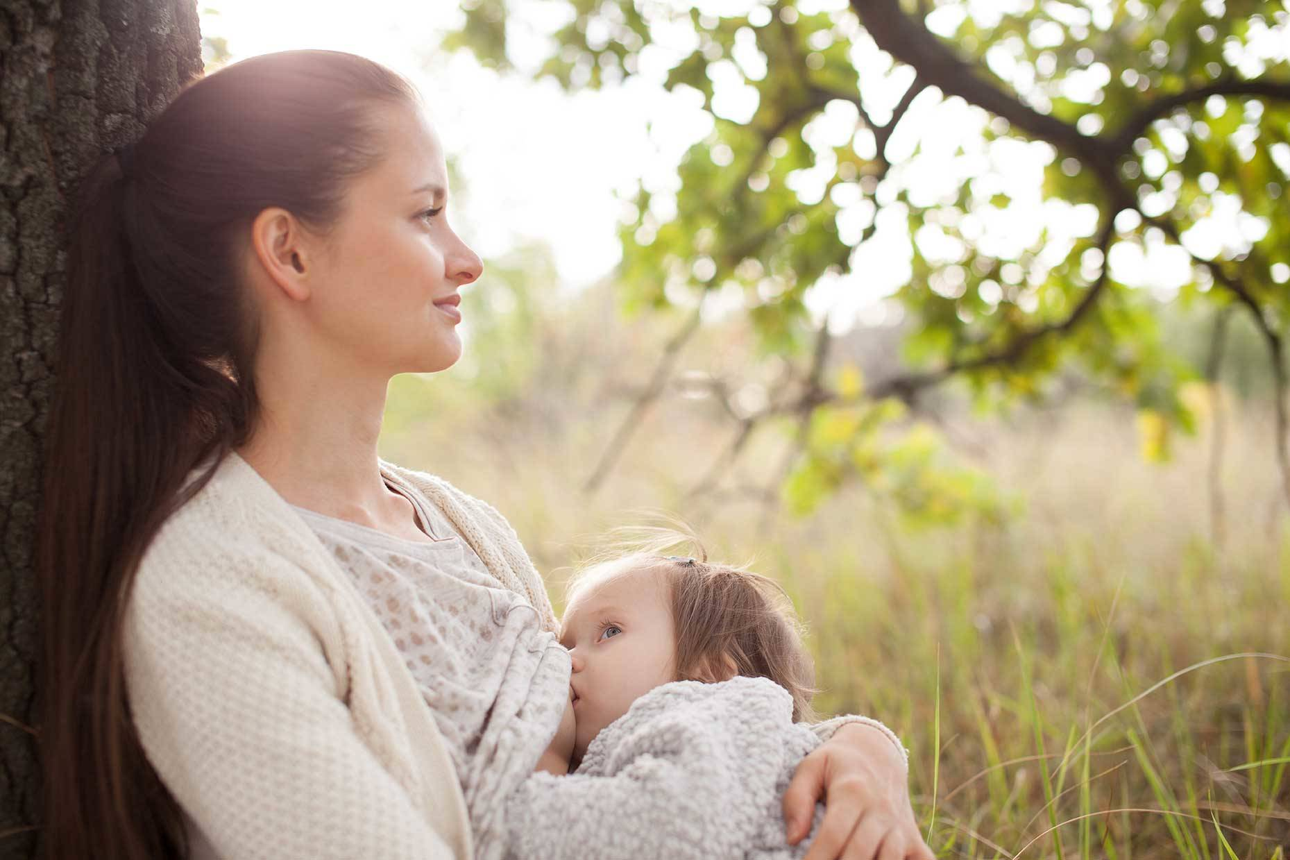 the benefits of breastfeeding to mother and child