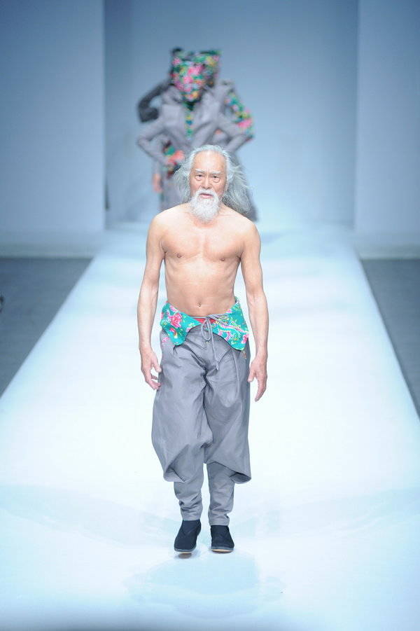 """""""79-year-old Chinese actor Wang Deshun displays a new creation by Chinese fashion designer Sheguang Hu at the Sheguang Hu fashion show during the China Fashion Week Fall/Winter 2015 in Beijing, China, 25 March 2015."""""""