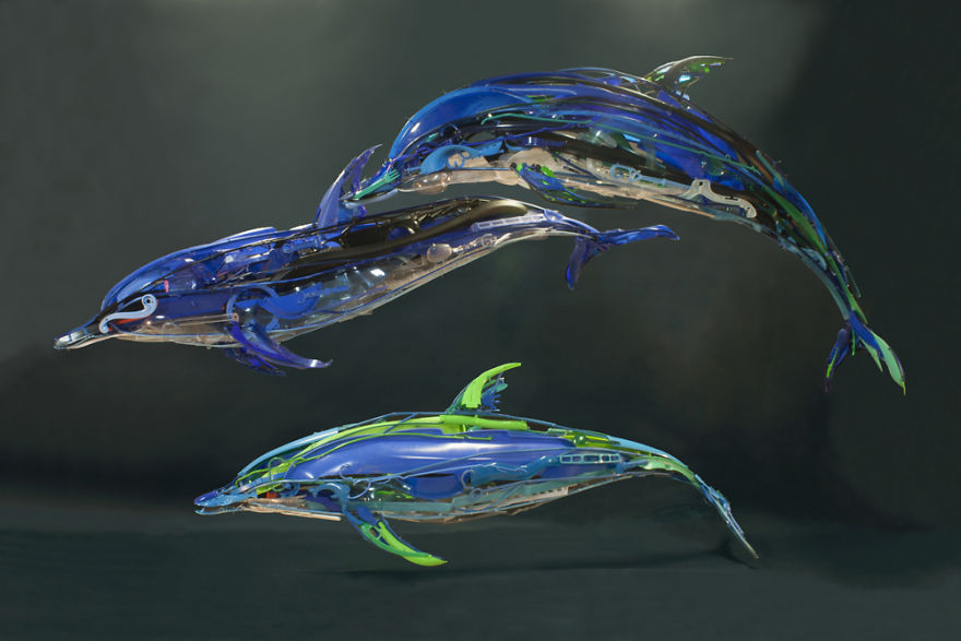 Sayaka-Ganz-makes-animals-in-motion-from-reclaimed-plastic-objects-57a68b0112f11__880