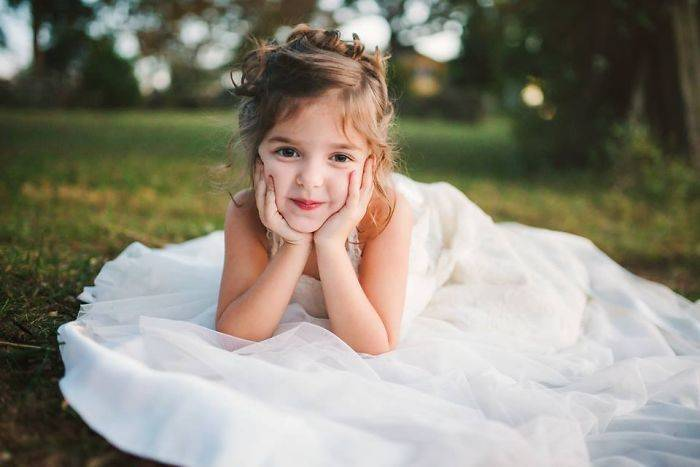 Toddler-Wears-Late-Mom-Wedding-Dress-582e735e47d3b__700