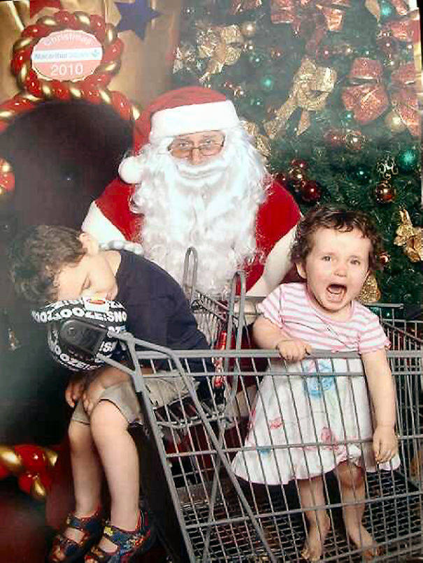 10-Creepiest-Santas-and-the-Kids-they-Terrorize-585012a2415d4__605