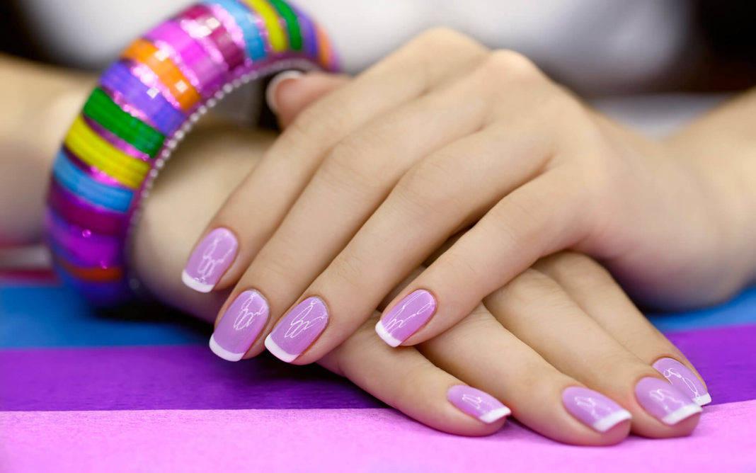 Сиреневый френч на ногтях фото