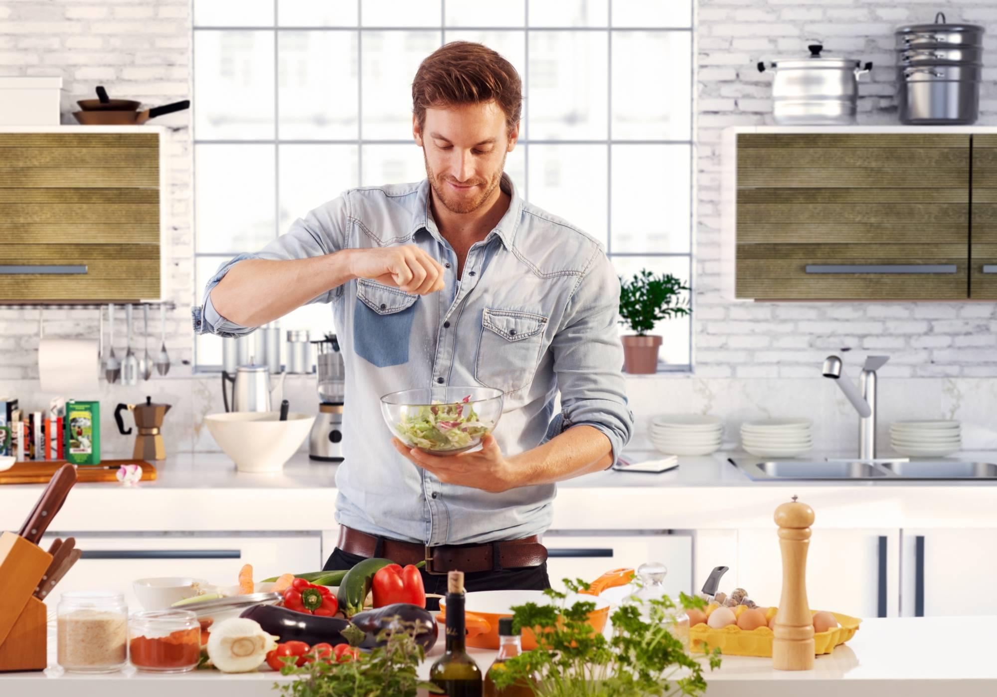 Картинка мужчина на кухне