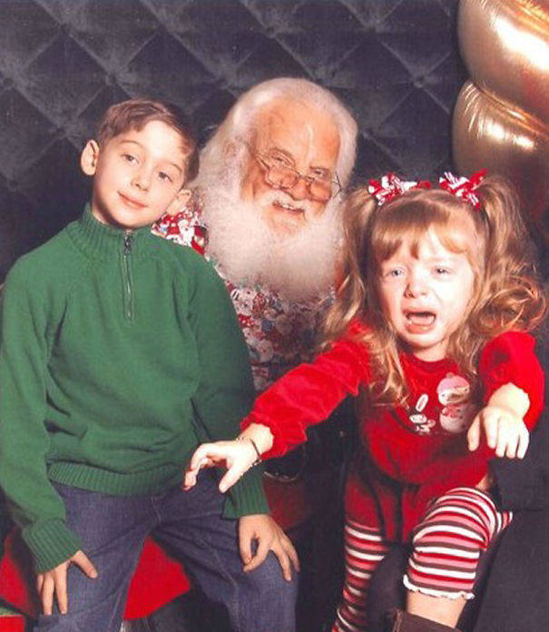 10-Creepiest-Santas-and-the-Kids-they-Terrorize-58500c4ed1b2e__605