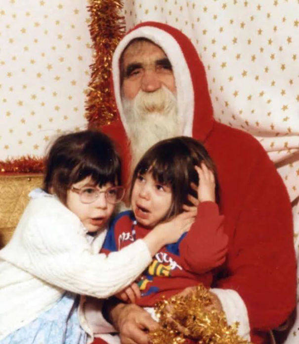 15-Creepiest-Santas-and-the-Kids-they-Terrorize-58514cc430727__605