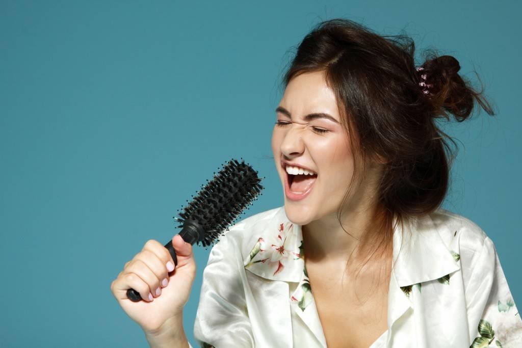 люди поют песни фото крем
