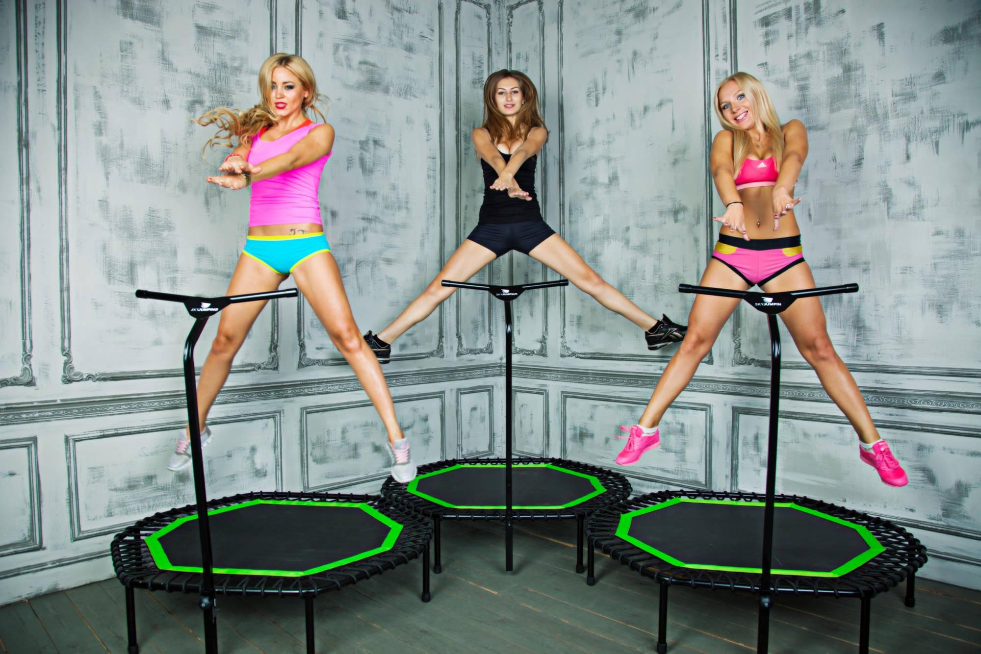 Girls kissing trampoline video jj girls