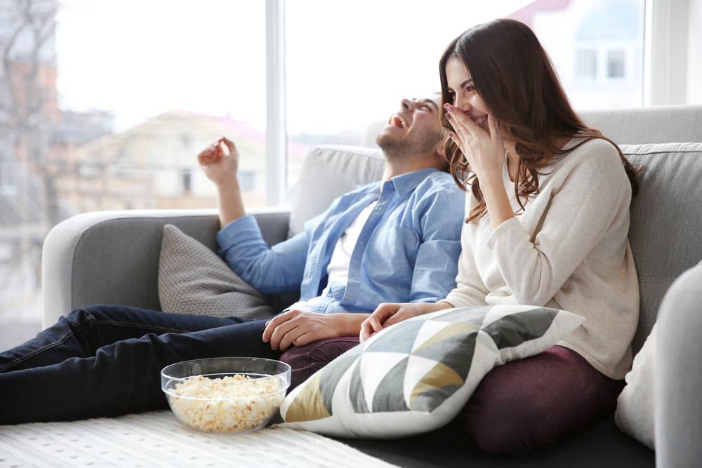 Смотрим с любимым телевизор картинки