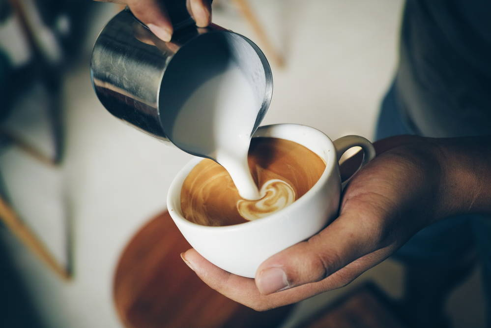 выпить кофе