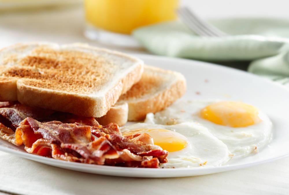 во сколько нужно завтракать