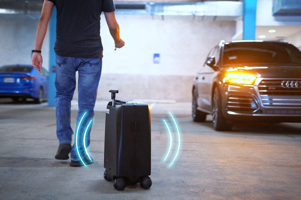 1600 × 1000Images may be subject to copyright. Find out more This Self-driving Suitcase